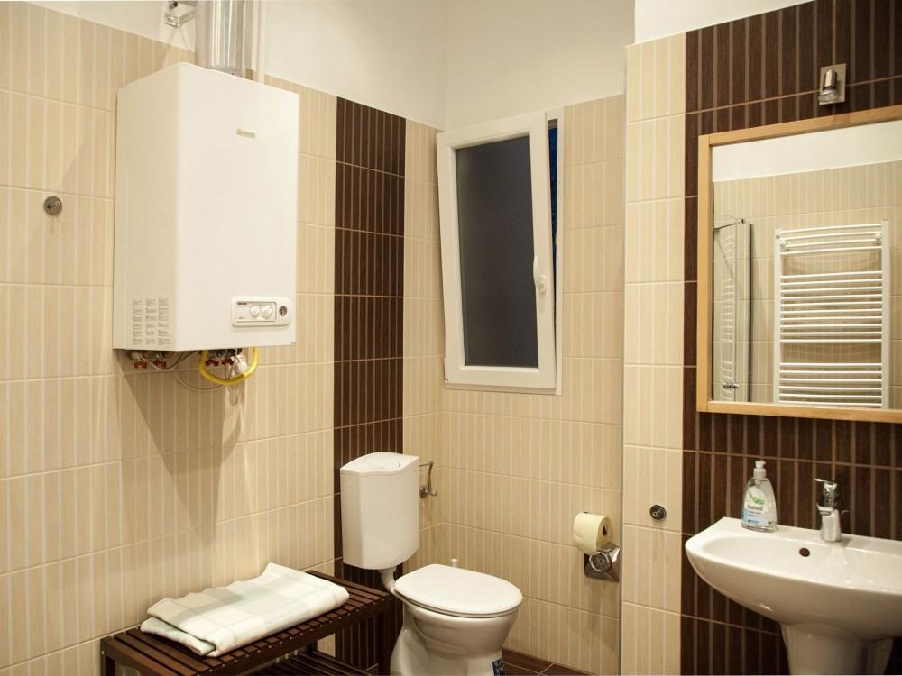 Bathroom Vámház Street 14 Mentha Apartments