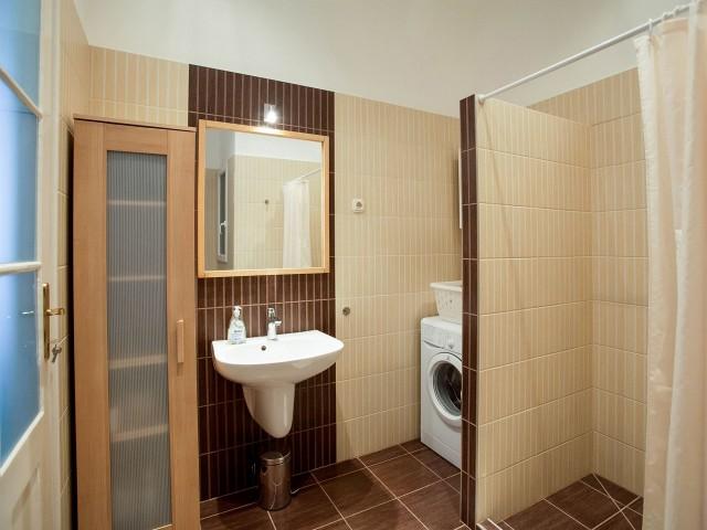 Bathroom  - Vámház street 14 - Mentha Apartments Budapest